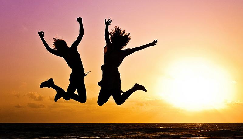<b>Открытки</b>. Поздравляю с Днем молодежи! <b>Радости</b>, веселья смайлик